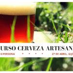 cerveza cobriza sobre fondo verde de césped para anunciar curso de cerveza artesana